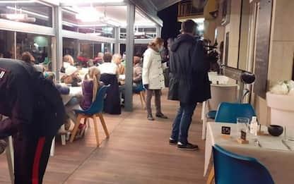 Covid: #ioapro,ristoratore accoglie clienti e carabinieri