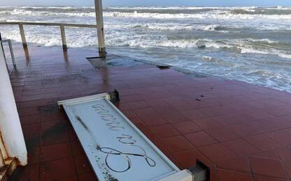Cadavere in spiaggia: indagini, ipotesi vittima del maltempo