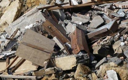 Crolla cimitero: palombari recuperano solo una salma