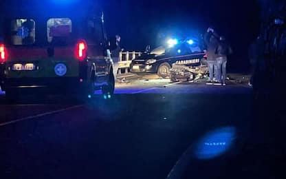 Scontro frontale tra moto, due morti e un ferito