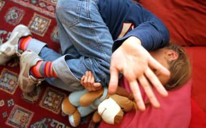 Abusa di minore disabile, caccia all'uomo nel savonese