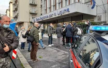 Anarchici si arrampicano su facciata sede Rai Genova