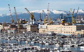 Una vista del porto di Genova