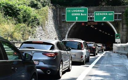 Cantieri autostrade: A10, 13 km coda per controlli galleria