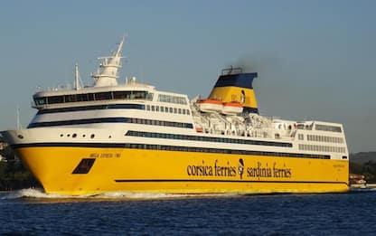 100 ufficiali Corsica ferries a scuola anti-urto con cetacei
