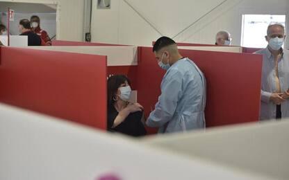 Covid: continua calo degli ospedalizzati, 8 morti