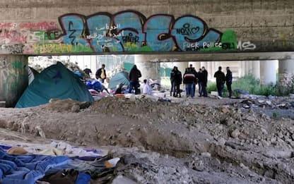 Ventimiglia, polizia allontana migranti da tendopoli Roya