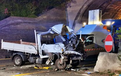Furgone tampona tir su A10 a Ventimiglia, morto un operaio di 54 anni