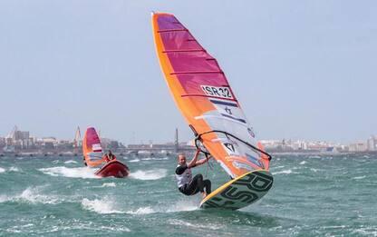 Windsurfista in difficoltà per vento salvato a Quinto
