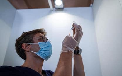 Covid: 9000 test rapidi, un morto e più ospedalizzati