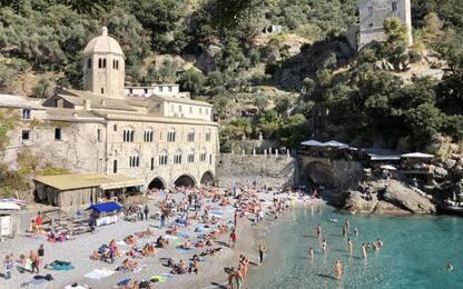 Autunno con clima estivo, spiagge Liguria prese d'assalto