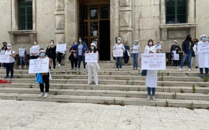 Protestano a Pescara lavoratrici mense scolastiche
