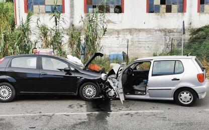 Incidenti stradali: frontale tra auto, un morto sulla SS 16