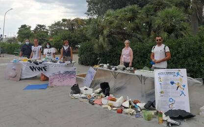 Mostra di rifiuti plastica raccolti in mare,è iniziativa Wwf