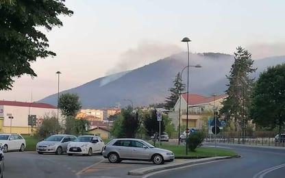 Incendi L'Aquila: Canadair in volo dall'alba su Pettino