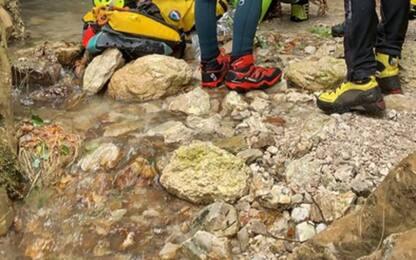 Precipita in forra sul Gran Sasso, grave escursionista