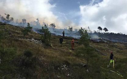 Incendi, Parco Maiella brucia da 5 giorni, vento blocca Canadair