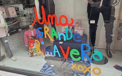 Su vetrine Terni messaggio 'Una grande primavera'