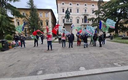 Lavoratori agricoli protestano in piazza a Perugia
