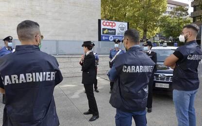 Uomo ferito con bottiglia di vetro a Perugia, due arresti