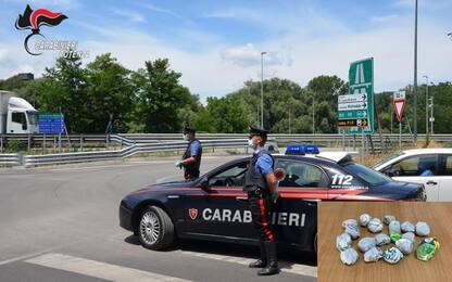 Droga: bazar nel centro di accoglienza, arrestato migrante