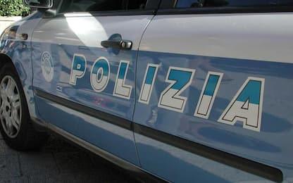 Minaccia moglie, figlia e nipote col fucile, arrestato