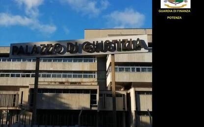 Bancario sottrae 2 mln a Comuni lucani: altri due in carcere