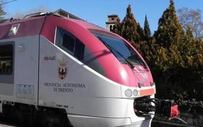 Giovane muore facendo parkour su treno in Valsugana