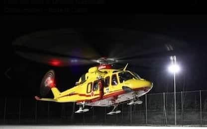 Si ribalta auto con 4 giovani a bordo, muore ragazza 15enne
