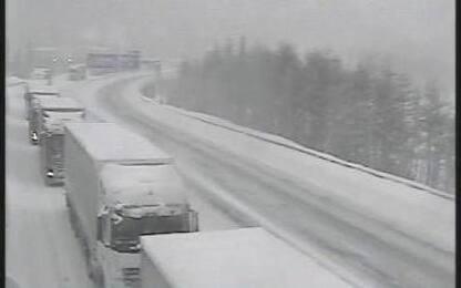 Maltempo: Brennero bloccato per neve in Tirolo