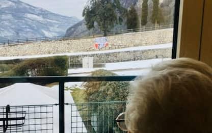Compie 92 anni, striscione nipoti fuori da casa di riposo