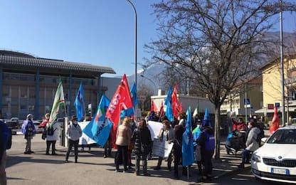 Trento, protestano gli addetti a pulizie di ospedali e Rsa