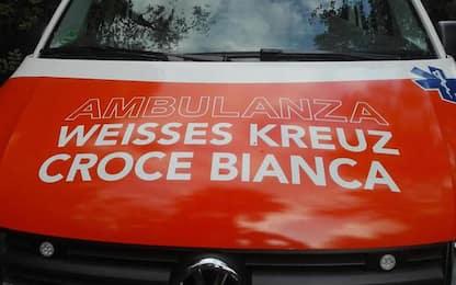 Investito da un camion a Merano, grave un ciclista 77enne