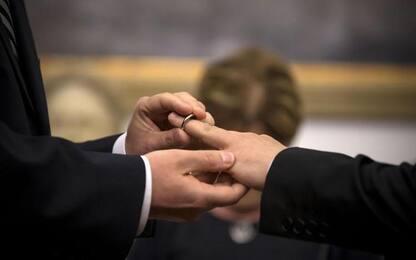 Chiesa: vescovo Innsbruck, parenti benedicano le coppie gay