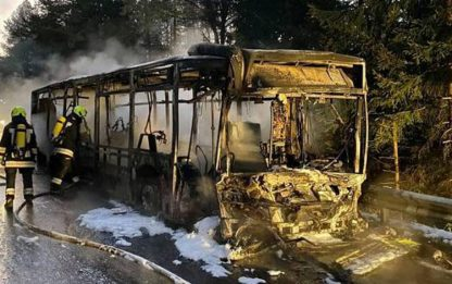 Val Pusteria, bus in fiamme - feriti due vigili del fuoco