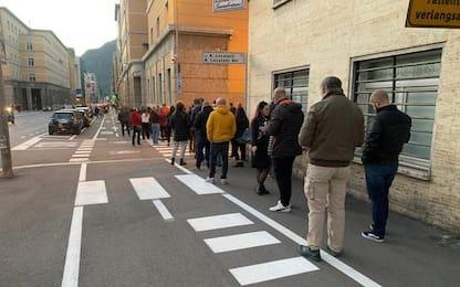 Green pass: a Bolzano lunghe code alle farmacie per test
