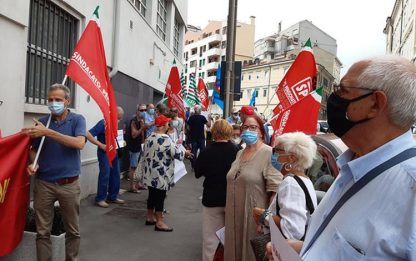 Coronavirus: presidio sindacati a Trieste, 'chiarire su rsa'