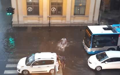 Maltempo: violento acquazzone Trieste,blackout e allagamenti
