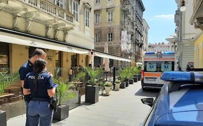 Giovane ferito gravemente in centro a Trieste
