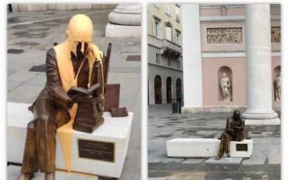Imbrattata statua di D'Annunzio in centro a Trieste