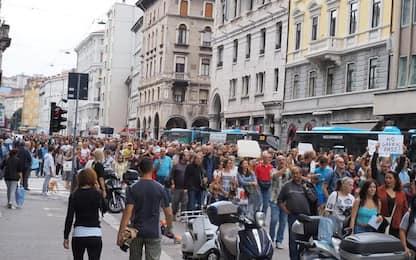 Corteo no Green pass a Trieste con migliaia di persone