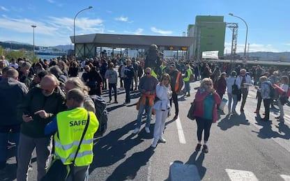 Green pass: un migliaio davanti al Varco 4 a Trieste