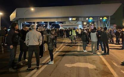 Portuali Trieste, dietrofront, la protesta continua