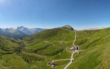 Sulle Dolomiti tornano i turisti