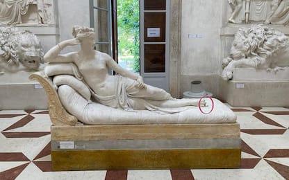 Turista austriaco danneggia statua Canova per un selfie