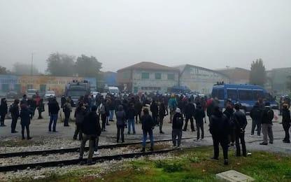 Invasione bioraffineria Eni Marghera,blitz forze dell'ordine