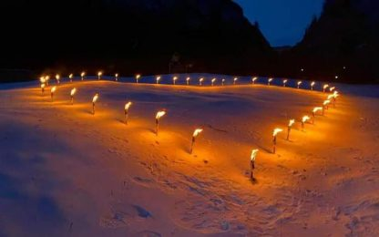 Covid:operatori sci disegnano cuore fuoco su pista Marmolada