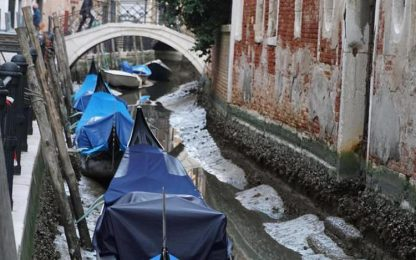 Venezia con l'acqua bassa, canali a secco