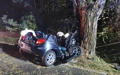 Auto contro platano, 3 ragazzi morti e uno ferito in Veneto