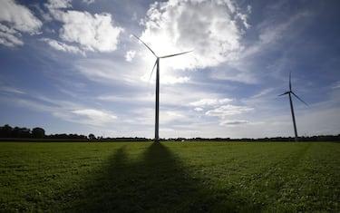 This picture taken on October 03, 2017, shows windmills in Radenac, western France. / AFP PHOTO / DAMIEN MEYER        (Photo credit should read DAMIEN MEYER/AFP via Getty Images)